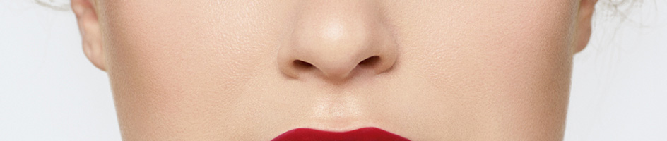 Lèvres audacieuses - Comment définir les pommettes